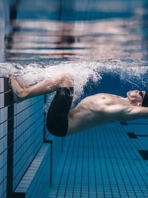 Chi ama il nuoto ama la bellezza, ecco il modello di Azzurra Race Team per i suoi atleti