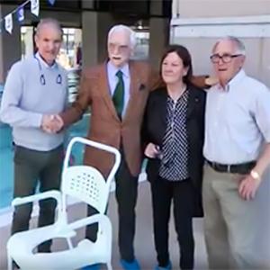 Donata una carrozzina per la discesa in acqua a San Giustino